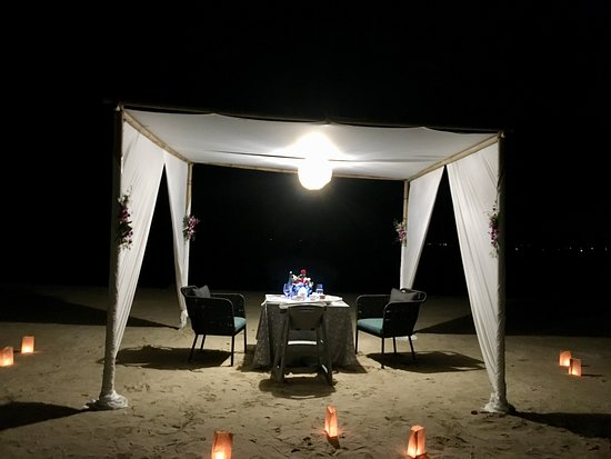 Phuket Marriott Resort and Spa, Nai Yang Beach : Romantic dinner on the beach