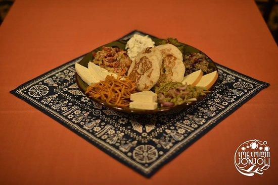 Jonjoli: traditional georgian starter platter