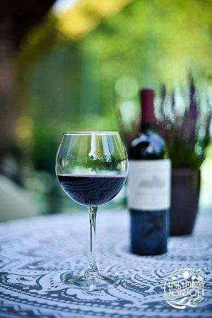 Jonjoli: Red Dry Wine