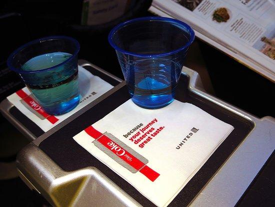 United Airlines: UA2424 737-900 FC - Prosecco