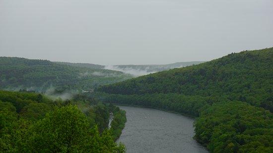 Barryville, Estado de Nueva York: Foggy, but still stunning on my second day