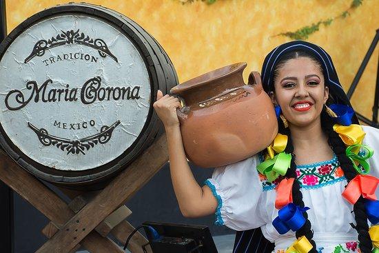 María Corona Restaurant: Mexican party every day!