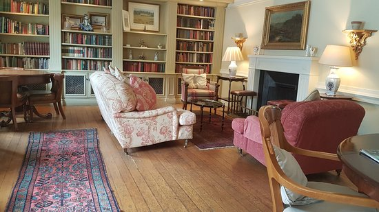The Royal Hotel : Library area for relaxing