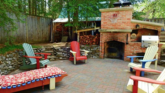 The Craftsman House : Back patio with a BBQ and fire pit. A great place to spend time during  summer
