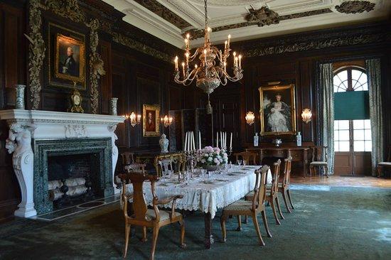 Old Westbury, NY: dining room