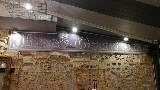 Beer Garden : foto scattata all'interno della prima sala del pub