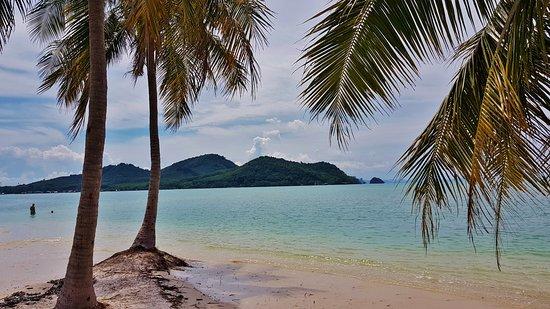 เกาะห้อง: First stop for a swim