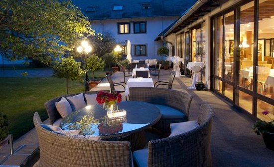 Gross-Enzersdorf, Austria: The nice sit out adjacent to the Dining area