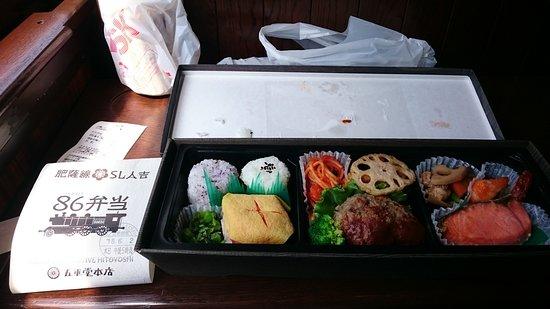 Sl Hitoyoshi : 車内ビュッフェで購入したお弁当1200円