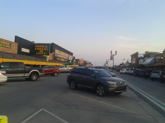 Уолл, Южная Дакота: Most of the shopping center
