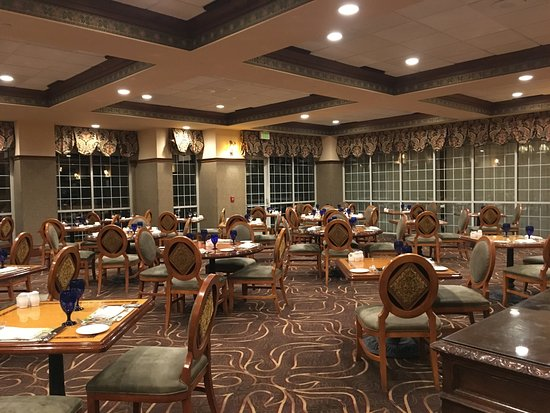 Chateau on the Lake Resort Spa & Convention Center: main restaurant - Chateau Grille