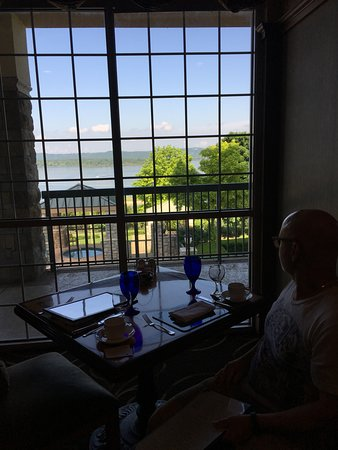 Chateau on the Lake Resort Spa & Convention Center: Lovely view from Chanteau Grille