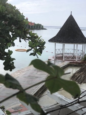 Sandals Royal Caribbean Resort and Private Island: hotel grounds