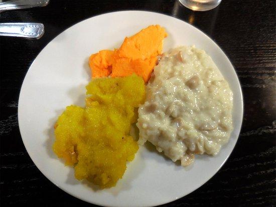 Himalayan Cafe : Dessert buffet plate