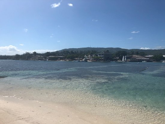 Sandals Royal Caribbean Resort and Private Island : beach