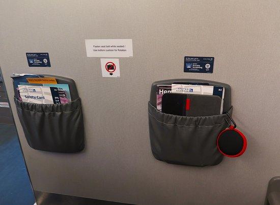 United Airlines: UA5320 ERJ-175 SFO to PHX Seats 1C & D - Bulkhead
