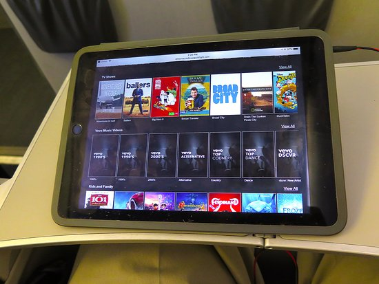 United Airlines: UA5320 ERJ-175 SFO to PHX - PDE Movie Selection