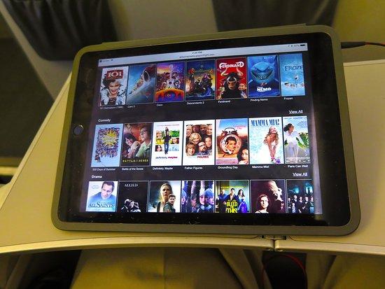 United Airlines: UA5320 ERJ-175 SFO to PHX - PDE Movie Selection