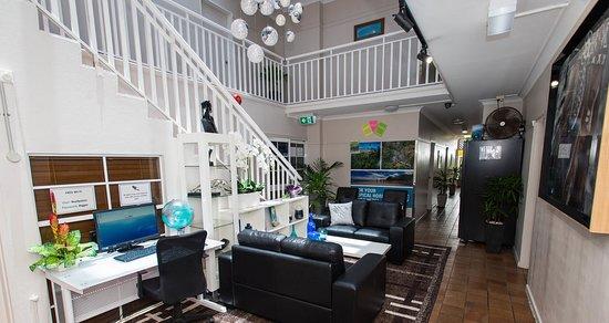 Reef Palms: Foyer