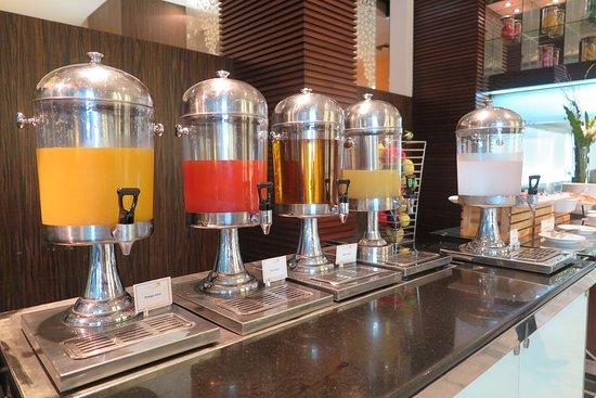 Novotel Bangkok Suvarnabhumi Airport: ห้องอาหารหลักที่ให้บริการอาหารเช้าของทางโรงแรมแห่งนี้ครับ