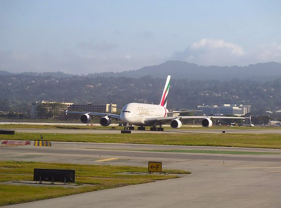 United Airlines: SFO - Emeirates A380 on Taxiway