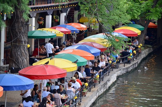 Amigo Free Walking Tours: This iconic restaurant, Casa Rio, was one of the first built on the River Walk in 1946.