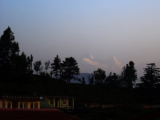 Chaukori, Indien: Faint view of Nandadevi on a summer morning
