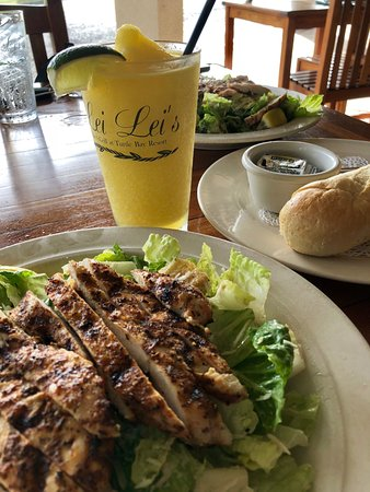 Lei Lei's Bar & Grill: Caesar Salad w Blackened Chicken and Mango Margarita