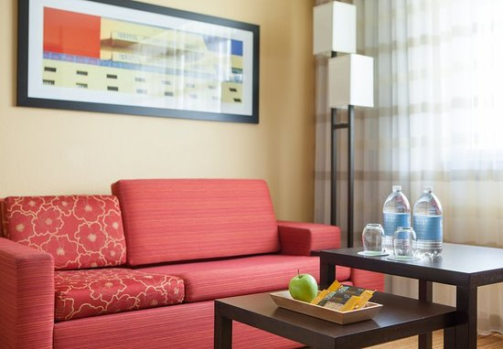 courtyard by marriott miami airport 93 1 2 5. Black Bedroom Furniture Sets. Home Design Ideas