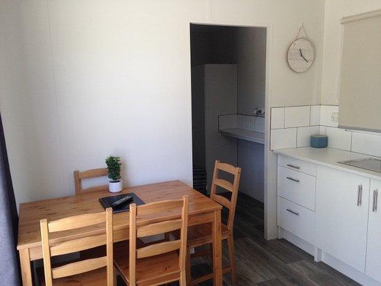 Belvedere Caravan Park: Cabin 78 -Kitchen/Living Area