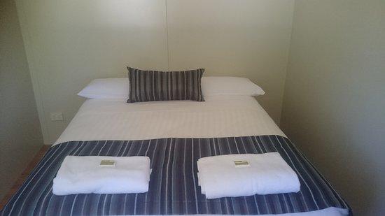 Belvedere Caravan Park: Cabin 113 - Master Room