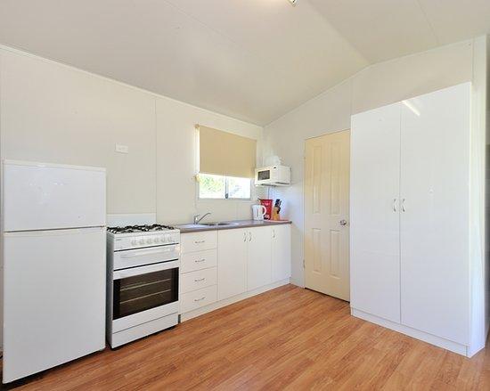 Belvedere Caravan Park: Cabin 113 - Kitchen