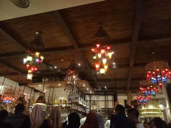 Al Halabi Lounge : Beautiful lanterns
