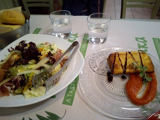 Ta Tsilika: η καταπληκτική σαλάτα και η γραβιέρα Βαλμά με το φύλλο κρούστας!!!
