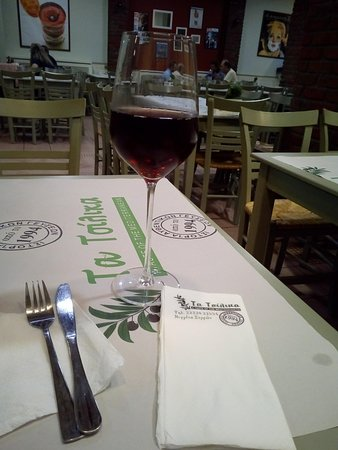 Ta Tsilika: ένα ποτήρι κρασί ροζέ, ό,τι πρέπει για συνοδεία των καταπληκτικών γεύσεων!!!