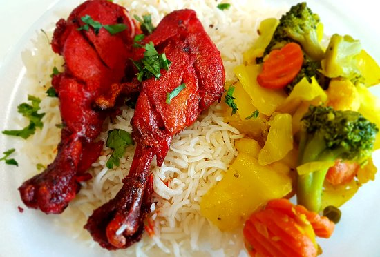 Urban Indian Cafe & Restaurant: Tandoori Chicken, Rice and mix veggie combo