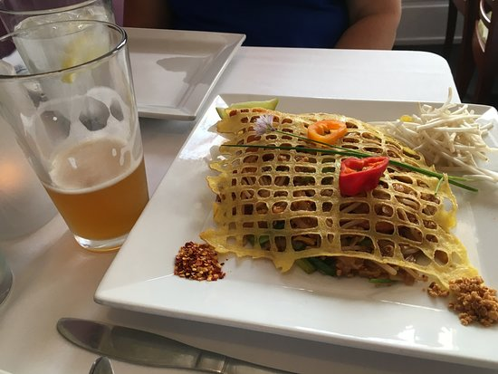 Banana Leaf Modern Thai: Pad Thai Goong And A Beer :)