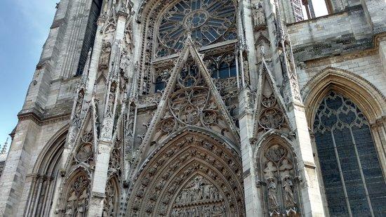 Cathedrale Notre-Dame de Rouen: side entrance