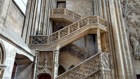 Cathedrale Notre-Dame de Rouen: stone staircase