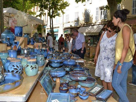 Weekly market on Manosque