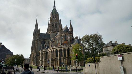 Cathedrale Notre-Dame: massive