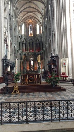 Cathedrale Notre-Dame: beautiful altar