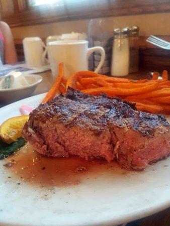 Meridy's Restaurant & Lounge Image
