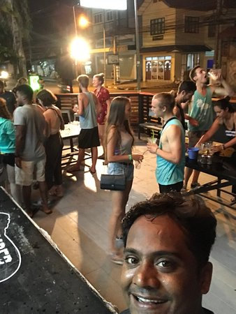 Slumber Party Hostel and Bar: @the bar before we left for the full moon party!