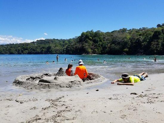 Playa Biesanz: building sand castle