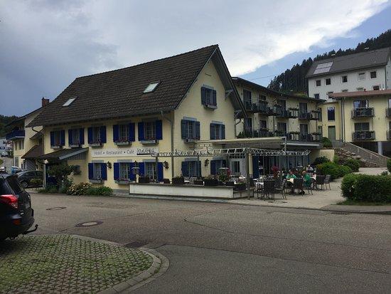 Schenkenzell, Germany: Hotel mit Außenbereich