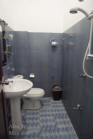 Sevonrich Holiday Resort : Toilet flush didn't work well, toilet seat stained