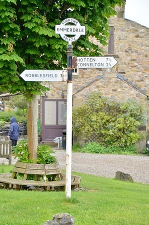Emmerdale Village Tour: Sign post in village