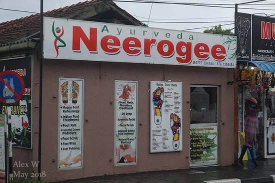 Negombo, Sri Lanka: Small shop with big shopfront