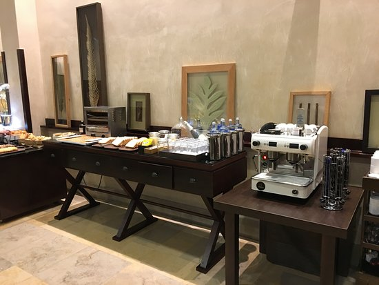 NH Collection Palacio de Burgos: colazione